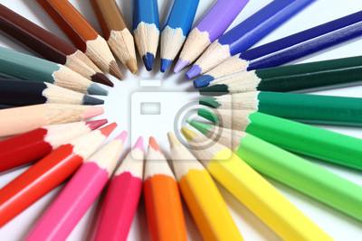 Buntstifte w verschiedenen Anordnungen
