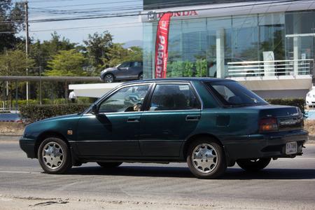 Naklejka CHIANG MAI TAJLANDIA, STYCZEŃ, - 25 2018: Intymny Stary Daihatsu aplauzu samochód. Zdjęcie na drodze nr 121 około 8 km od centrum Chiangmai w Tajlandii.