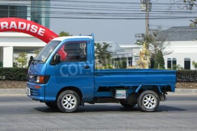 Naklejka Chiangmai, Tajlandia -FEBRUARY 16 2016: Private Mini Truck of Daihatsu Hijet. Na 1001 drogowego, 8 km od Chiangmai miasta.
