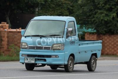 Naklejka Chiangmai Tajlandia, Lipiec, - 24 2018: Intymny Daihatsu stary Van Samochód. Zdjęcie przy drodze nr 001 około 8 km od centrum Chiang Mai w Tajlandii.