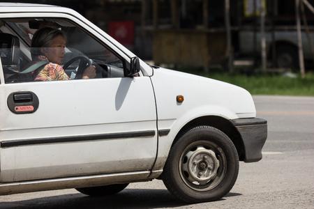 Naklejka Chiangmai Tajlandia, Sierpień, - 7 2018: Intymny Mały miasto samochód, Daihatsu Mira. Zdjęcie przy drodze nr 121 około 8 km od centrum Chiang Mai w Tajlandii.