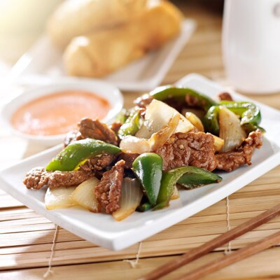Naklejka Chińskie jedzenie - Pieprz wołowiny w restauracji