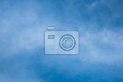 chmury w błękitne niebo