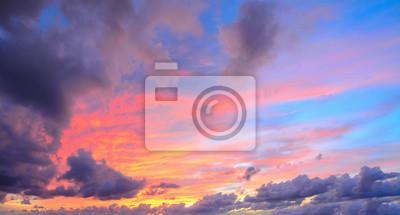 chmury w różowe niebo