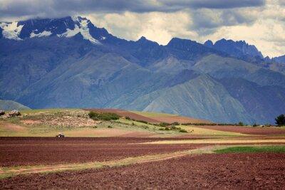 Naklejka Ciągnik w polu, Cuzco, Peru