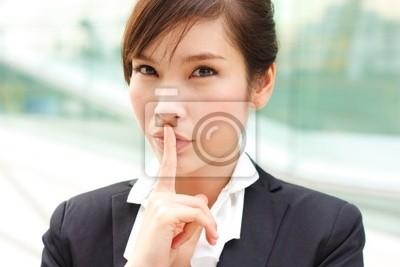 Closeup portret kobiety biznesu z tajemnicy
