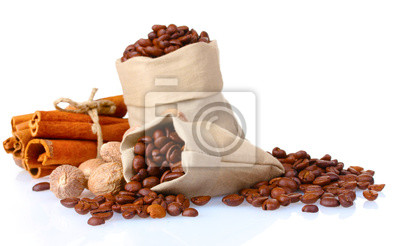 cynamonu, kawy i gałki muszkatołowej na białym