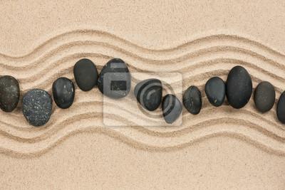 Czarne kamienie na piasku