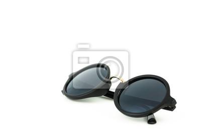 czarne plastikowe okulary na białym tle