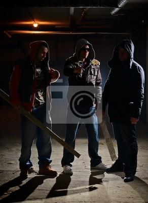 Naklejka Członków gangu w ciemnym zaułku