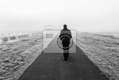 Naklejka Człowiek chodzenie na pusty pustynię wycieczki samochodowej