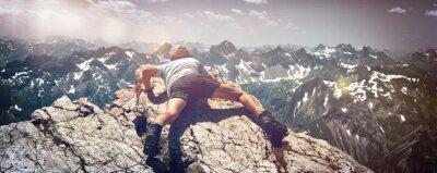 Naklejka Człowiek kodowania ciągu Rocks na Mountain Ledge