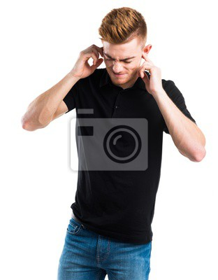 Człowiek obejmujące uszy