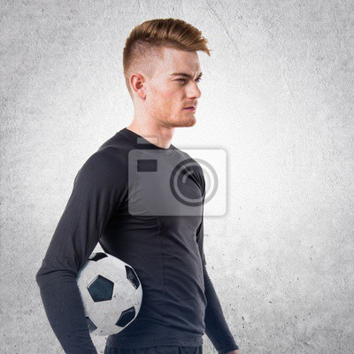 Człowiek posiadający piłki nożnej