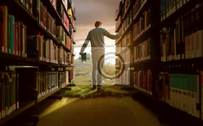Naklejka Człowiek w bibliotece o żywej wyobraźni