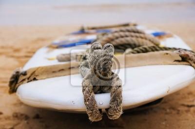deska surfingowa na piasku
