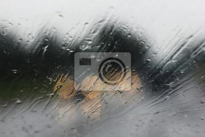 Deszcz na drodze