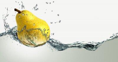 Naklejka Dojrzałe gruszki i odpryskami wody.
