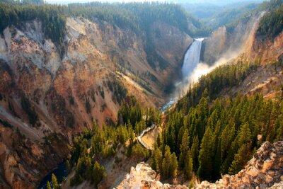 Naklejka Dolna Falls - Słońce oświetla sprayu jak wywala rzeki Yellowstone nad dolną Falls w Wielki Kanion Yellowstone.