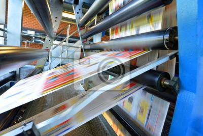 Naklejka Druckmaschine Rollenoffset in einer Zeitungsdruckerei // rolki maszyna drukarska przesunięcia w drukarni gazety