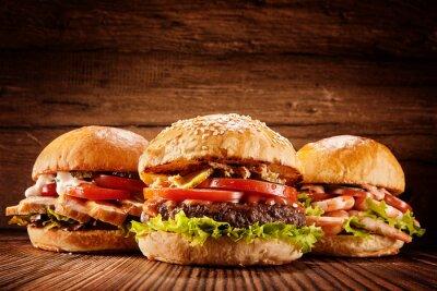 Naklejka Duży kurczaka, wołowiny i krewetek hamburgery
