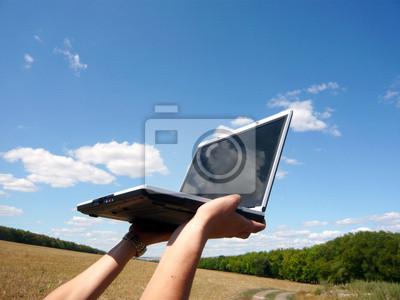 Naklejka dwie ręce i jeden laptop