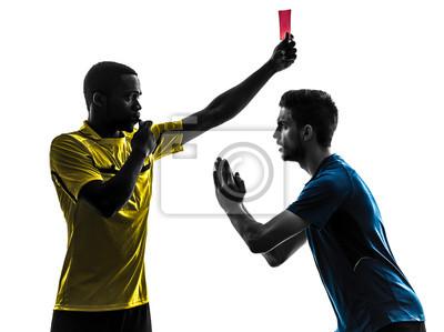dwóch graczy mężczyzn soccer i sędzia pokazuje czerwoną sylwetkę karty