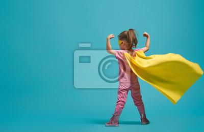 Naklejka dziecko gra superbohatera