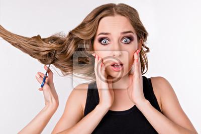 Dziewczyna obcięła włosy