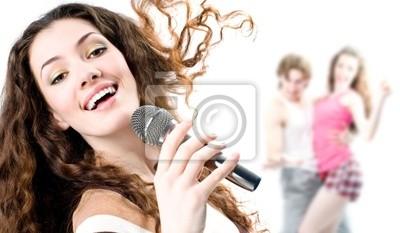 Dziewczyna śpiewa