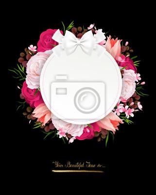 Eleganckie kwiaty ramki kolorowych ró? I tulipanów na czarnym tle. Skład z kwiatów oddziałów kwiatów i list z okrągłym transparentu i miejsce dla tekstu.