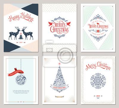Eleganckie pionowe zimowe kartki okolicznościowe z drzewem noworocznym, gołębiami, reniferami, płatkiem śniegu, ozdobami świątecznymi i ozdobnym wzorem typograficznym.