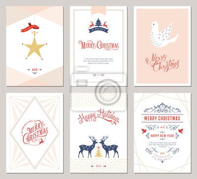 Eleganckie pionowe zimowe kartki okolicznościowe z drzewem noworocznym, gołębicą, reniferami, ozdoby świąteczne i ozdobny wzór typograficzny.