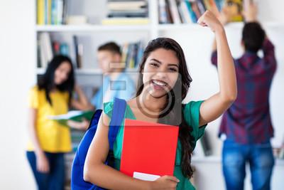 Naklejka Erfolgreiche Studentin jubelt nach Prüfung
