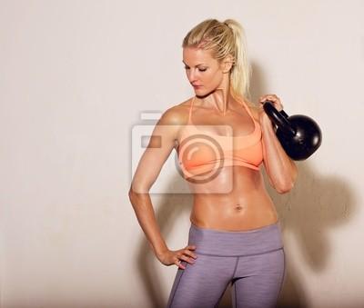 Female Athlete z Kettlebell