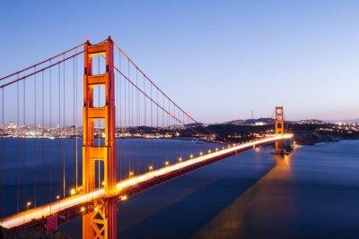 Naklejka gate bridge złota w błękitne niebo o świcie