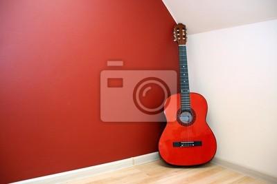 gitara akustyczna w rogu pokoju