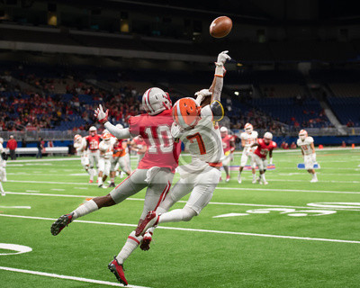 Naklejka Great action photos of high school football players making amazing plays during a football game