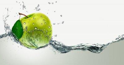 Naklejka Green Apple pośród zalewaniem.