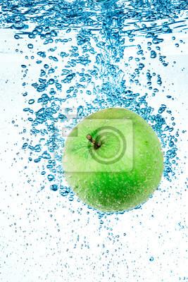 Green Apple w wodzie.