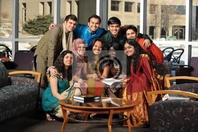 Grupa studentów azjatyckich