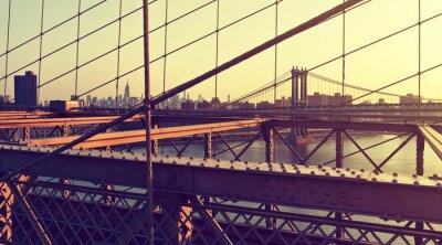 Naklejka Hazy City Skyline z Brooklyn Bridge at Sunset