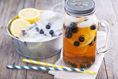 Naklejka Herbata z cytryną i lodem jagodami