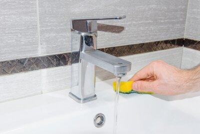 Human zlewozmywak Pranie ręczne w łazience.