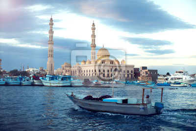 Naklejka Hurghada, Egipt, grudzień 2018 r. - Główny meczet w centrum Hurghady