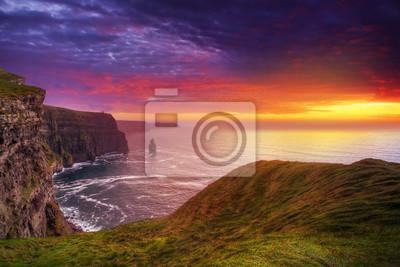 Naklejka Idylliczne Cliffs of Moher na zachodzie słońca, Co Clare, Irlandia