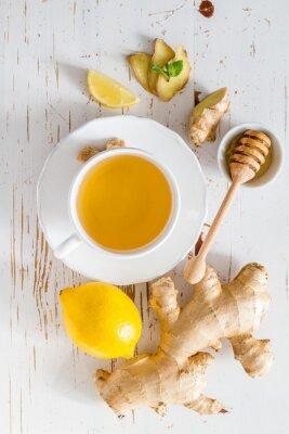 Naklejka Imbir herbata i składników na białym tle drewna