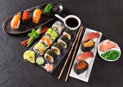 Naklejka Japoński zestaw sushi z owocami morza