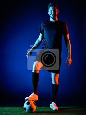 Jeden kaukaski Soccer player Mężczyzna samodzielnie na czarnym backgound