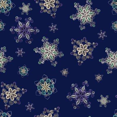 Jednolite wzór wykonany z papieru czerpanego płatki śniegu w Quilling technigue na ciemnym niebieskim tle. Może być używany jako tło Christmas, kart, papier pakowy.
